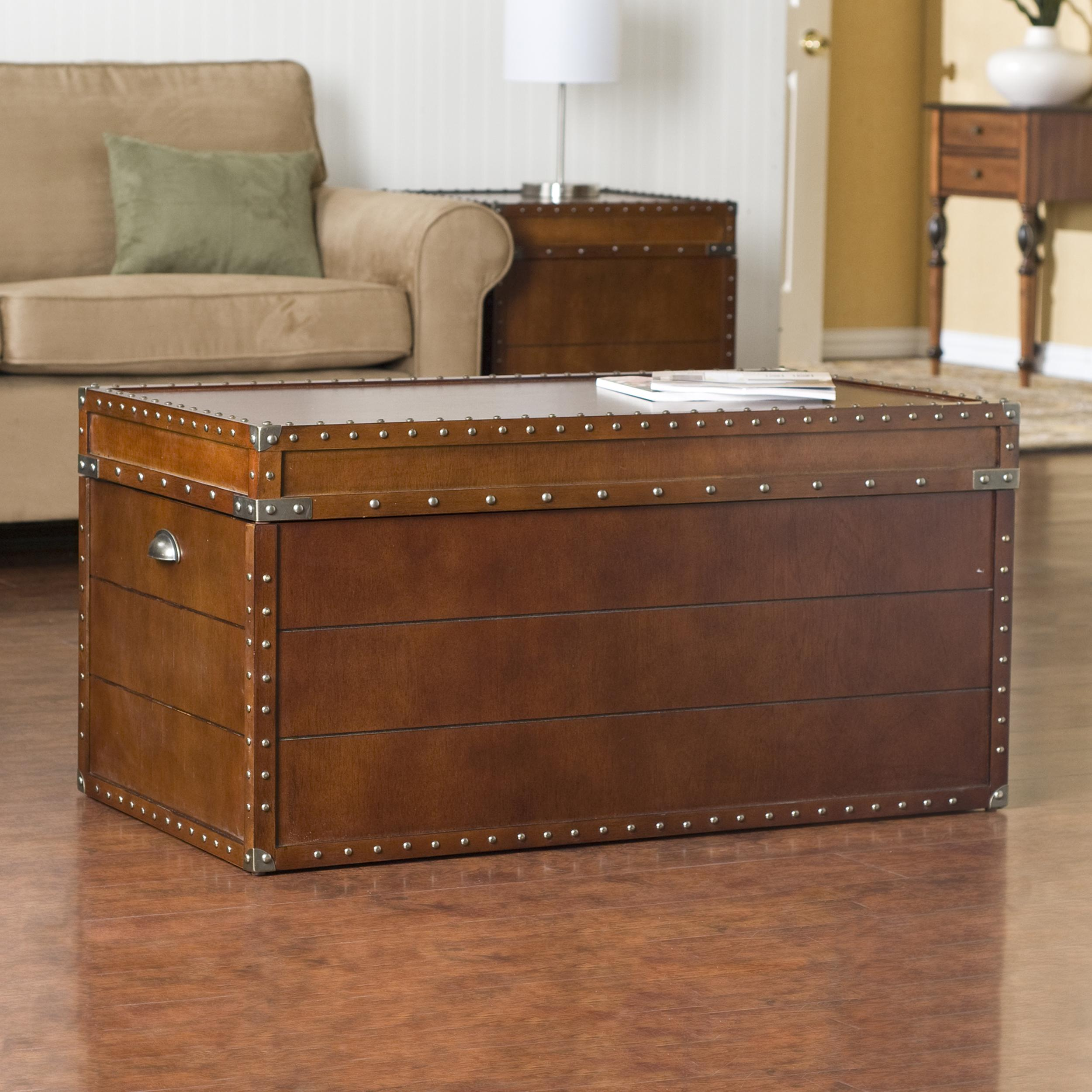 ... antique look this steamer trunk coffee table is ideal as a decorative