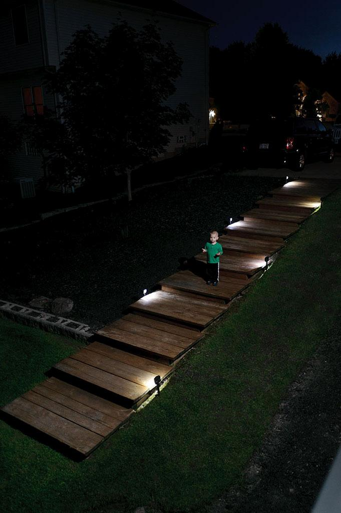 Mr beams mb572 battery powered motion sensing led path for Outdoor led path lights