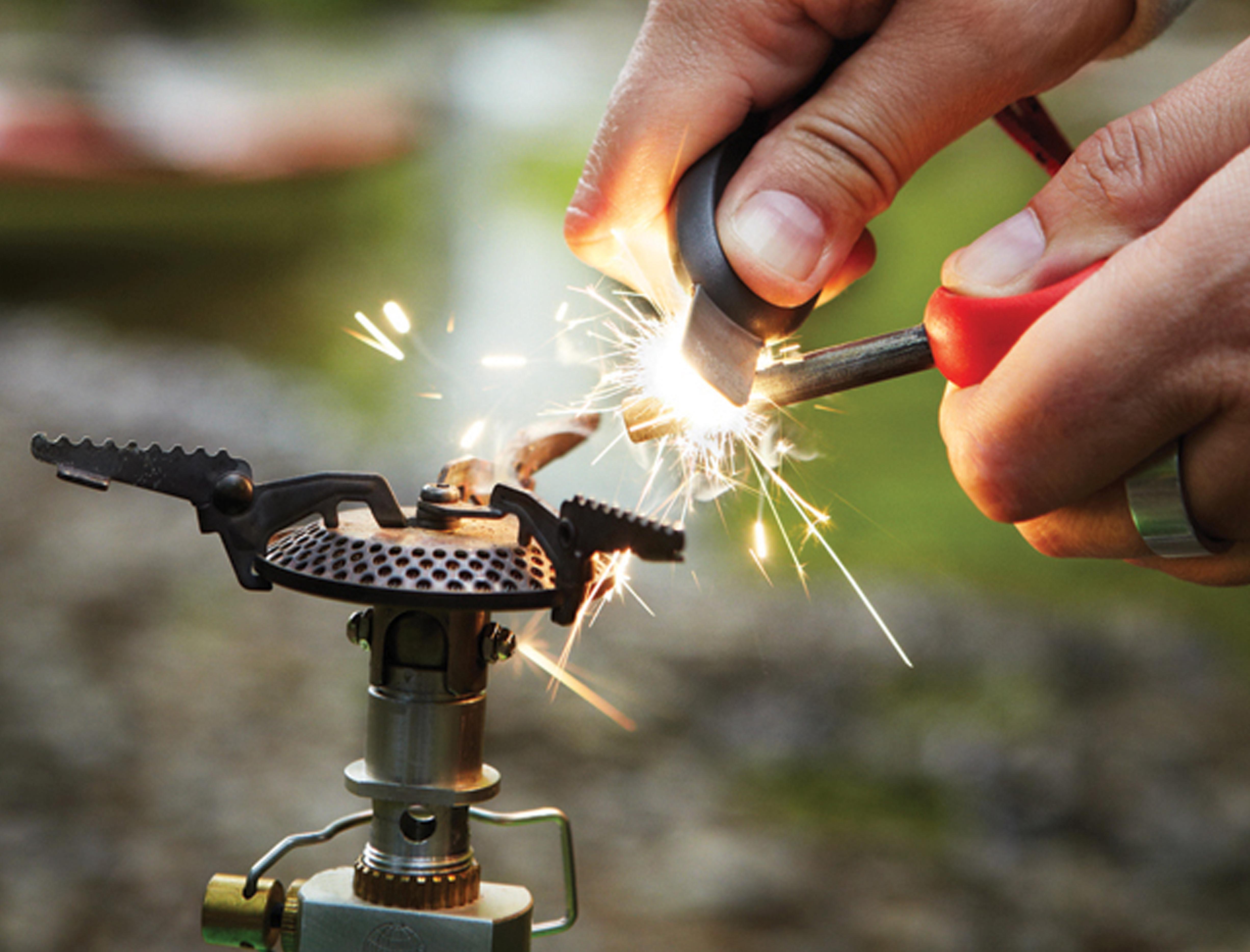 how to use firesteel fire starter