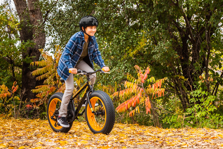 Amazon Com Mongoose Massif Boy S 20 Quot Fat Tire Bike