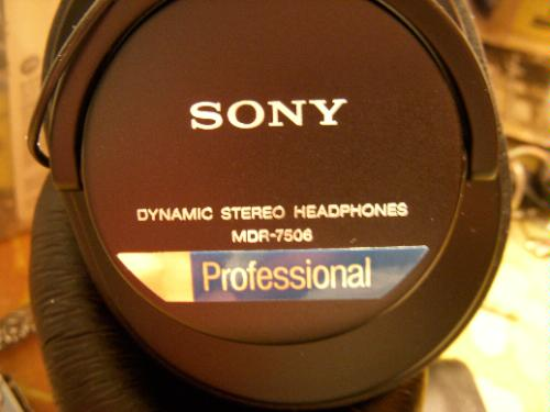 Tai nghe Sony MDR7506 Professional Large Diaphragm