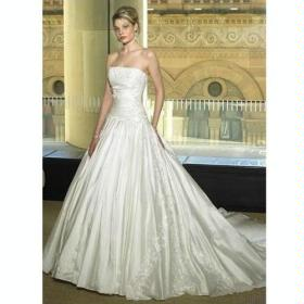 A-line Strapless Chapel Train Wedding Dress/ Color: white/ Size: 8