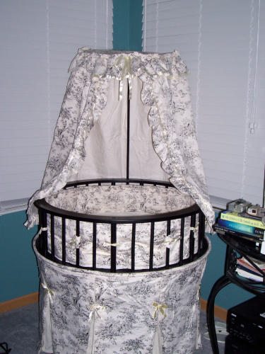 Best Price Badger Basket Elegance Round Baby Bassinet ...