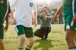 http://g-ecx.images-amazon.com/images/G/01/electronics/camcorders/sony/B006K551LM/DI_Bloggie_Live_soccer_dad_0760._V141896835_.jpg