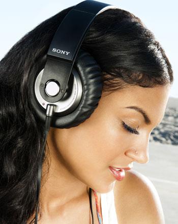 Sony MDR-XB500 girl