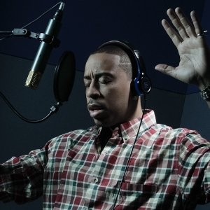 Ludacris wearing the SL100UB headphones