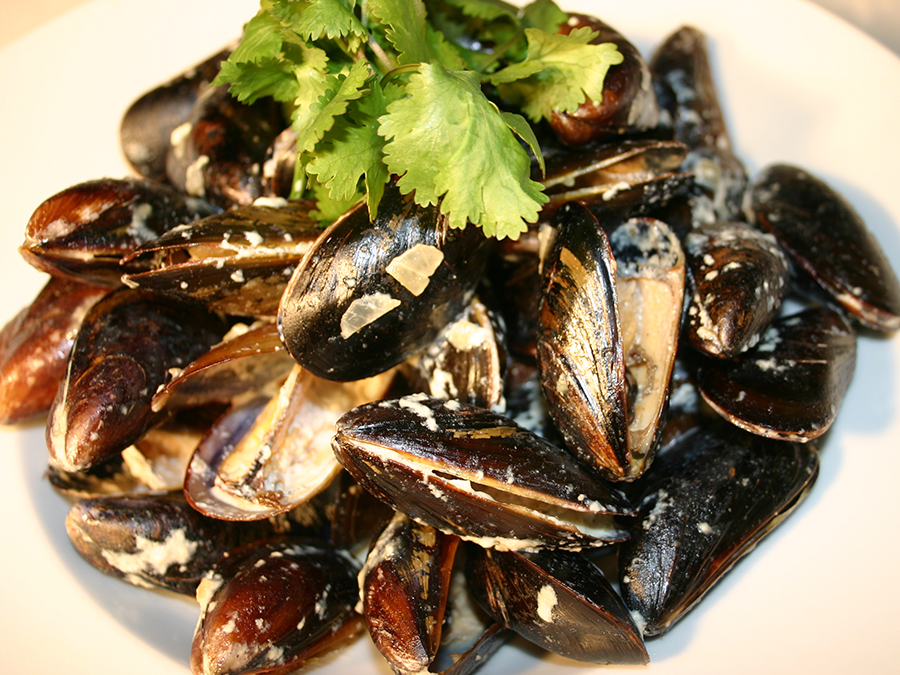 Paname: Mussels Special with Wine for Two