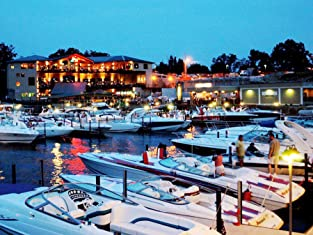 Two-Night Stay at Elegant Lake Ozark Resort Including Chocolate-Covered Strawberries and a Bottle of Wine