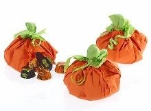 Pumpkin favor pouches.