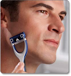 Remington King of Shaves Azor 5-Blade Men's Manual Razor Lifestyle Shot