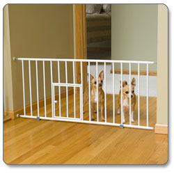 Amazon Com Carlson 0680pw Mini Gate With Pet Door White