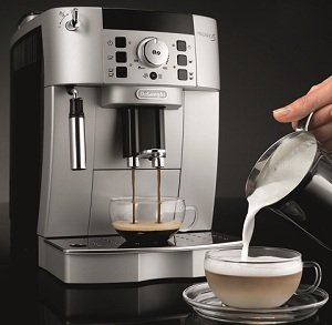 Magnigica XS Super Automatic Machine by DeLonghi
