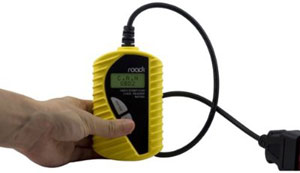 One-handed gripping and usage of the Roadi RDT40 Basic Diagnostic Code Reader