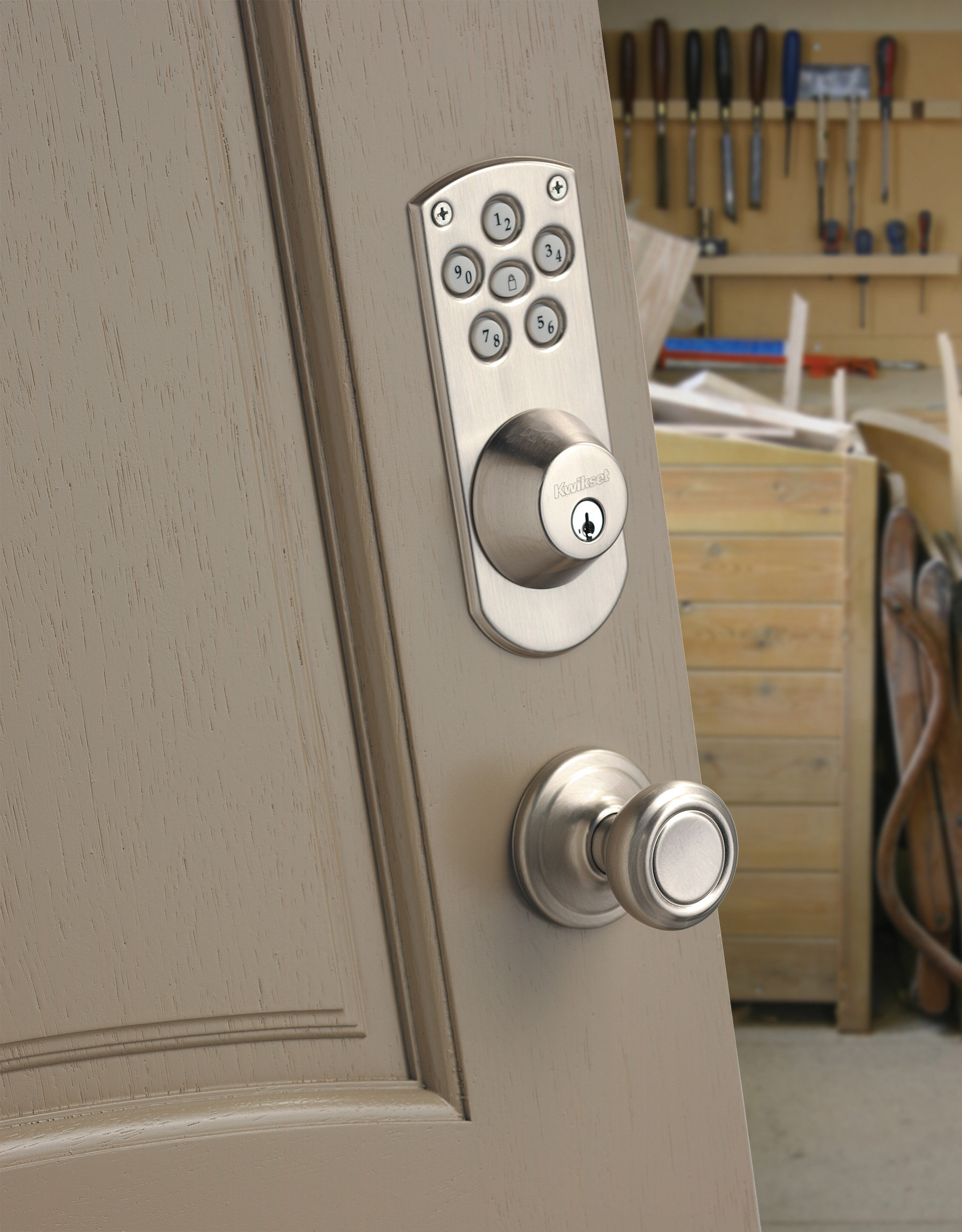 Kwikset 907 Powerbolt Electronic Deadbolt Featuring SmartKey In Satin Nickel