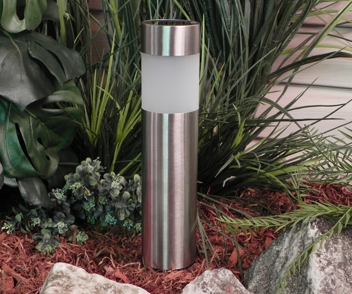 The GL23158SS4 solar-powered LED bollard light ( view larger ).