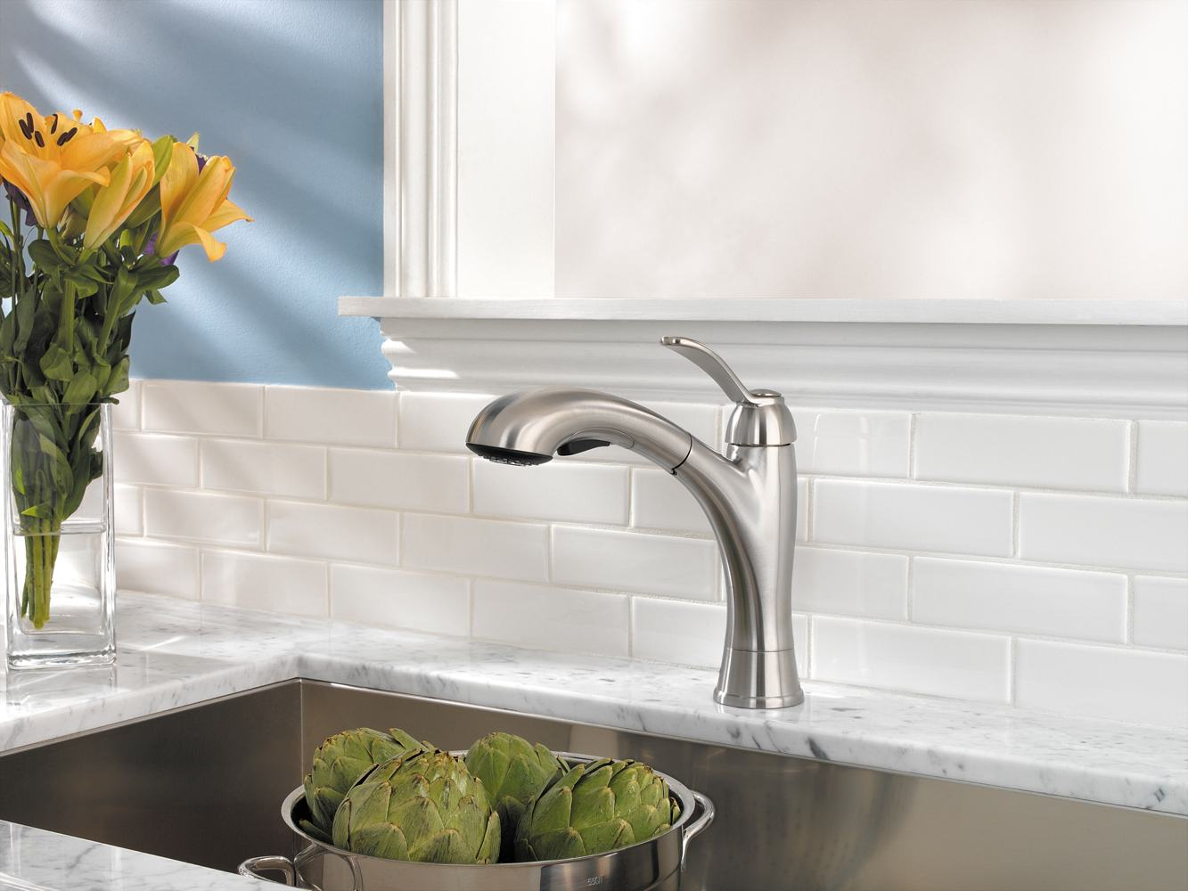 Functional pull-out faucet with elegant, modern design ( view larger