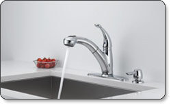 Delta Cicero Single-Handle Pull-Out Kitchen Faucet with Soap Dispenser