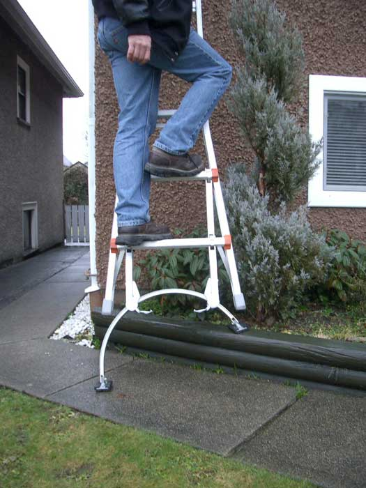 Qual-Craft Basemate Easy Connect Professional Ladder Stabilizer