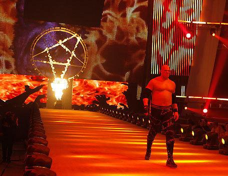 Necesito alturas exactas de los luchadores de la WWE