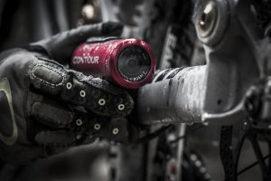 Picture shows the Contour ROAM2 being attached to a frost covered mountain bike.