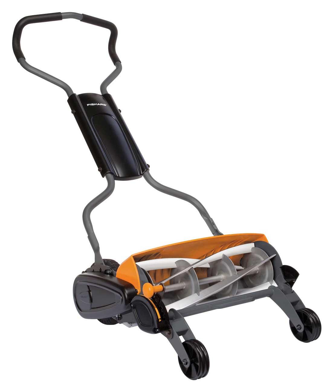 Fiskars 113880 momentum reel mower diy tools for Outillage de jardin fiskars