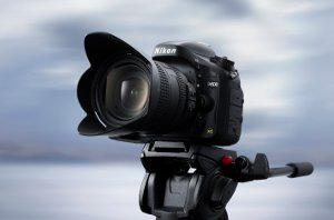 D600 with lens kit, positioned on top of tripod