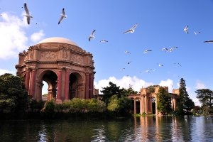 Picture shows the Palace of Fine Arts in San Francisco taken on a bright sunny day.