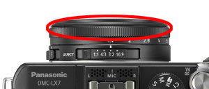 The aperture ring allows direct control of aperture setting