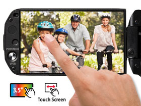 "The large 3.5"" Touch screen makes focusing and changing other settings easy."