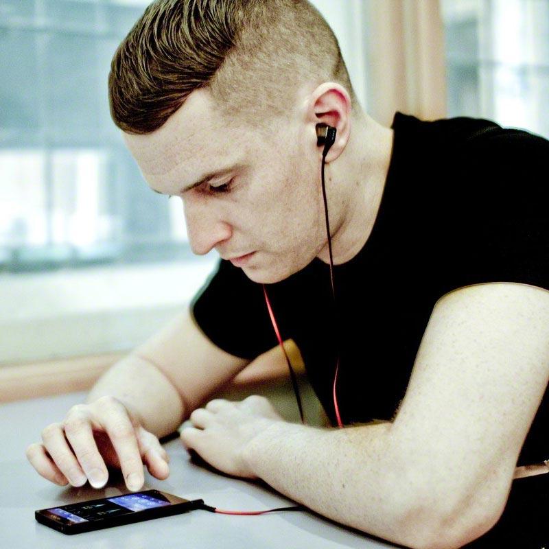How to wear sony clip on headphones