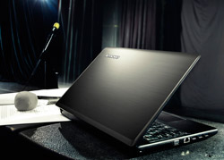 The Lenovo IdeaPad G580 combines a solid look with mainstream performance