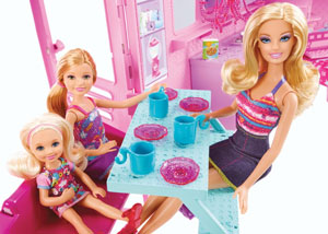 Barbie and sisters eating