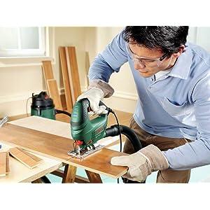 """Dank der Bosch-""""Low Vibration"""" können Heimwerker mit der PST 700 E angenehm ruhig und präzise arbeit"""