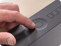 WACOM Intuos Pro SE - Professionelles & kreatives Stift- und Touch-Tablett in Größe SE