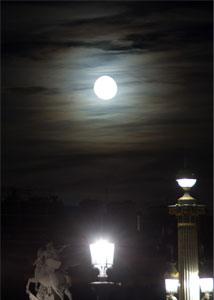 Apprenez à composer avec les contraintes de la photographie de nuit.