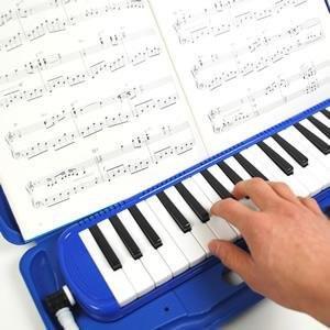 楽譜も立て掛けられ演奏時に便利