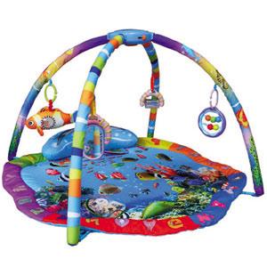 海底世界让宝宝随时都充满了新鲜感,挂在支架上面的吊饰更让宝宝好奇