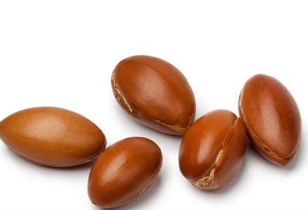 Fatty acids present in argan oil fights hair loss, dandruff, dry scalp, dry hair and prevents split ends.