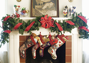 Deck the Halls: Holiday Wreaths & Faux Florals!
