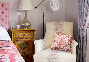 Traditional Elegance: A Vintage-Inspired Bedroom