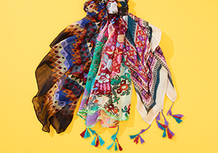 Lightweight Scarves feat. Jules Smith & Vismaya