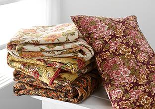 Strati di Charm: Bedding Cozy!