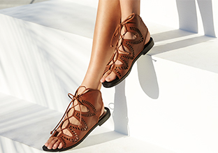 Fun in the Sun : Gladiator & Lace-Up Sandali!