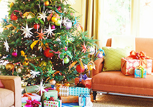 Deck the Halls: Holiday Ornaments & Décor!